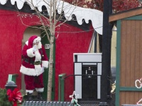 derik holtman free fun things to do with your family -santa wave